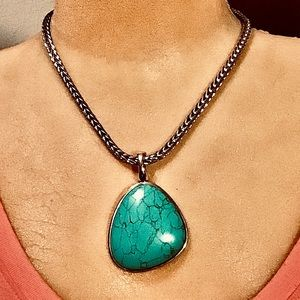 Gorgeous Premier Designs turquoise necklace